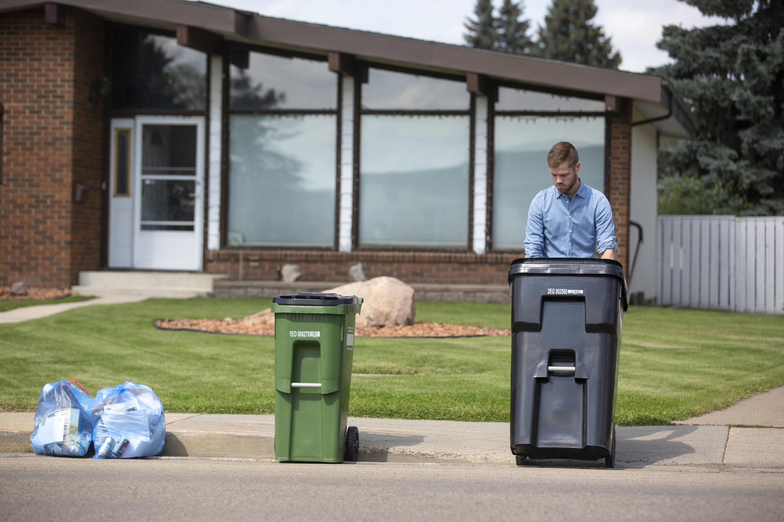 New waste carts coming soon to Edmonton