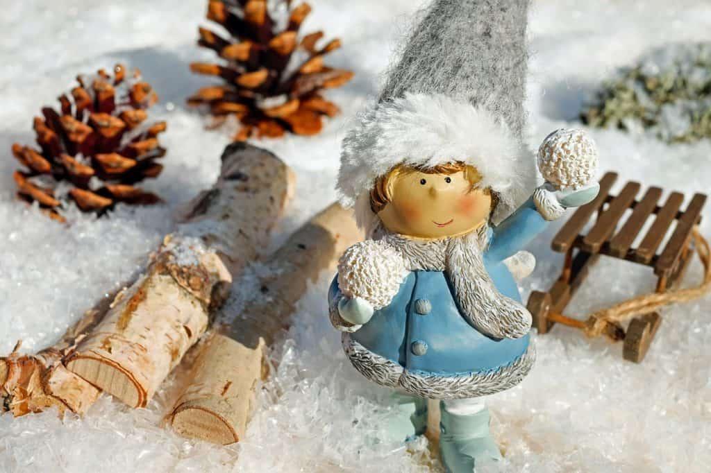 Girl Figure Snow Ball Throw Snow  - Couleur / Pixabay